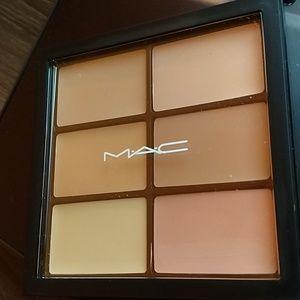 M. A. C. Pro Conceal & Correct Palette - Light
